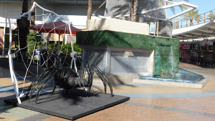 Spider display at the Tempe Marketplace